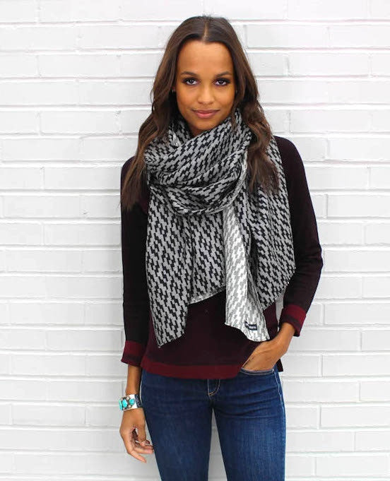 BLACK AND WHITE WRAP SCARF