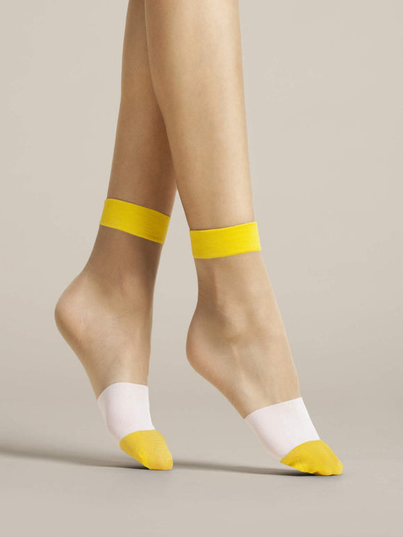 Fiore Bicolore Sock - Sheer nude fashion ankle socks with yellow cuff and toe and white band stripe around the foot.