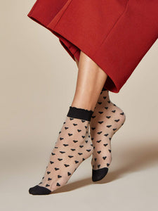 Fiore G 1042 Jeunet Sock - Sheer nude fashion ankle socks with a black woven all over heart pattern, deep cuff with scalloped edge