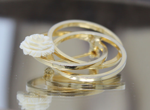 Three Interlocking Gold Circles with White Rose Pin