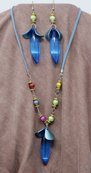 Blue Pointy Oval Pendant Necklace with Earrings Set