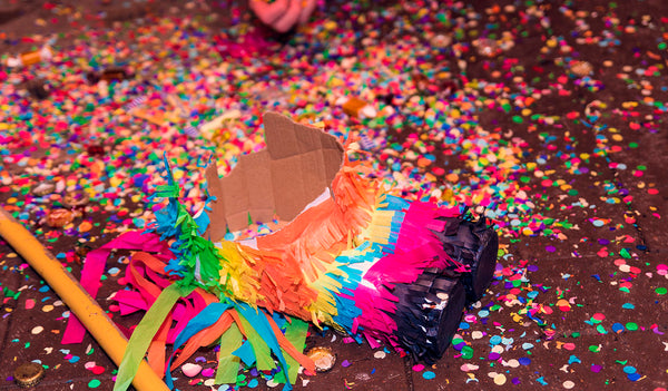 Learn how to make a pinata, the perfect element for a bachelorette party