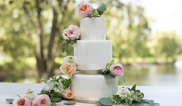 Decorations options for your wedding cake