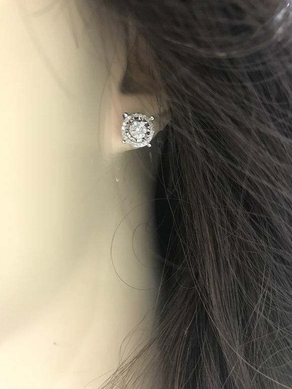 10K Micropave Round Shaped Diamond Stud