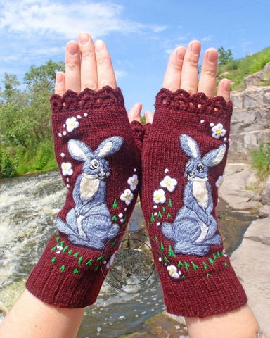 Rabbit Embroidery Open Figure Knitted Gloves