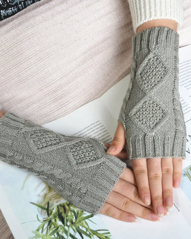 Solid Cable-knit Open-figure Gloves
