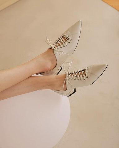 Solid Lace-up Pointed Heeled Oxford