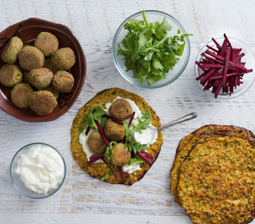 Zucchini tortillas with falafel