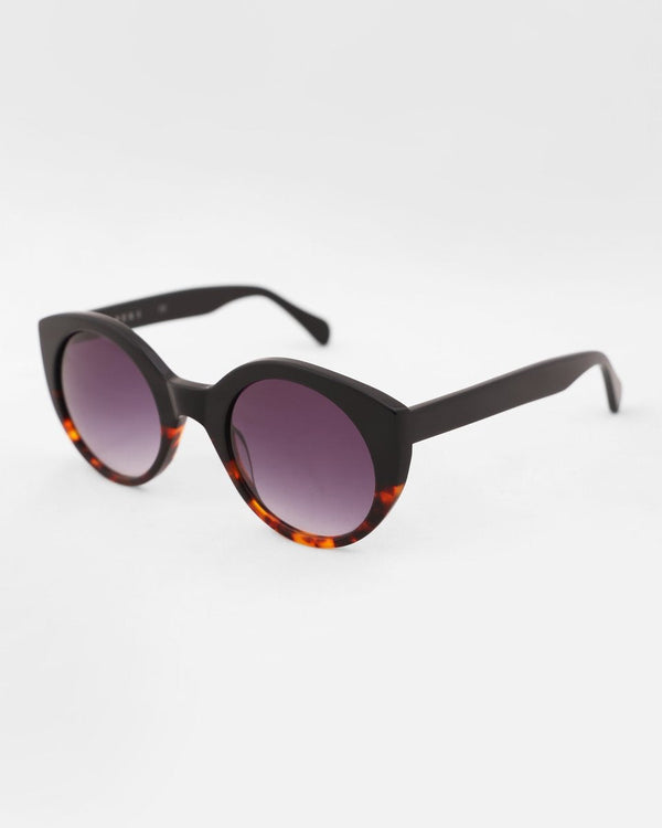 SUNGLASSES WITH TWO-TONE FRAMES