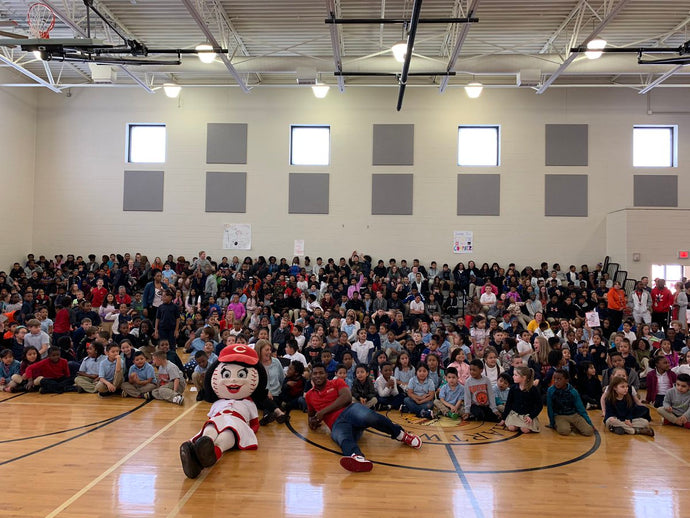 Yasiel Puig Delivers Supplies to Hartwell School in Cincinnati