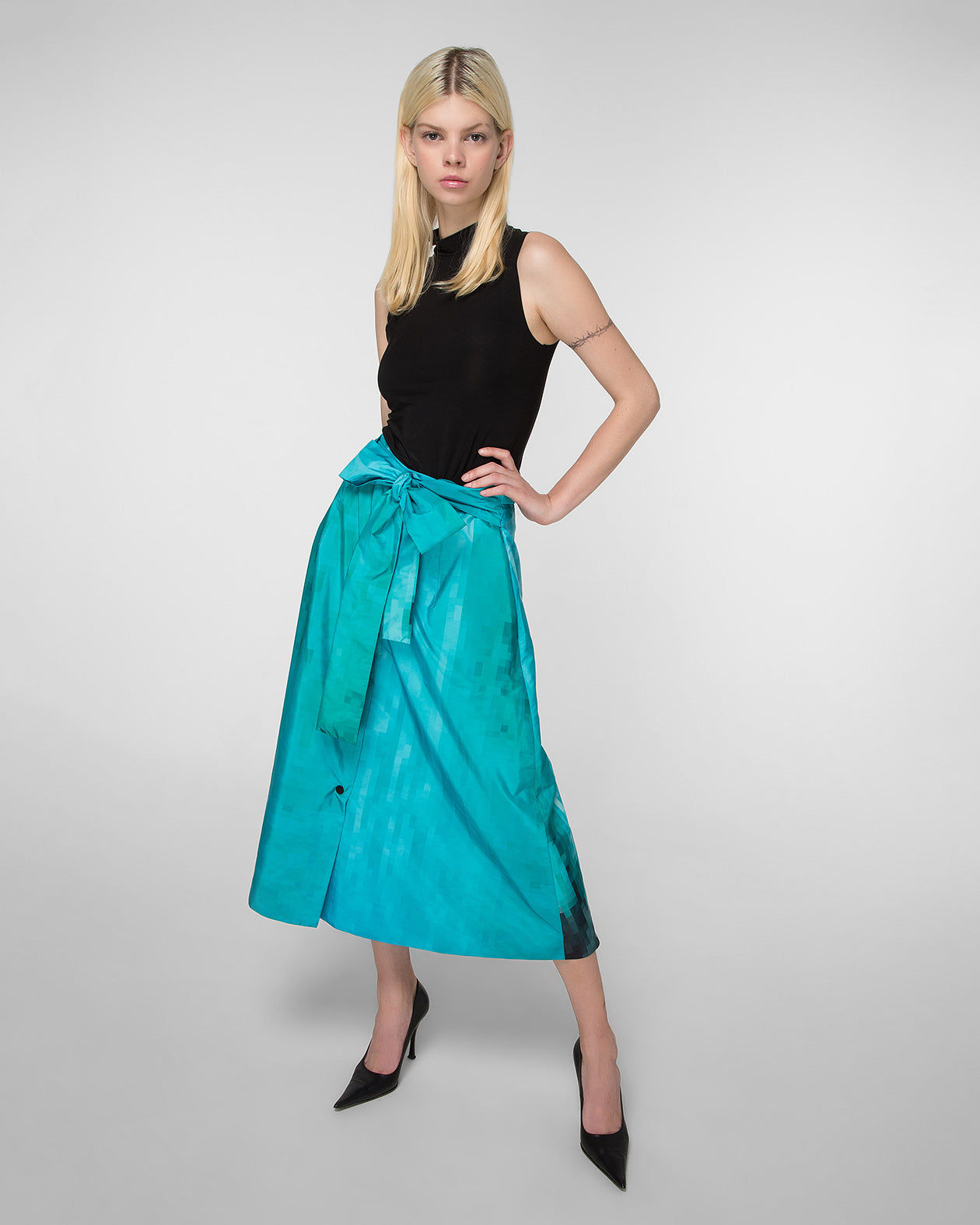 A-line skirt with frontal fastening