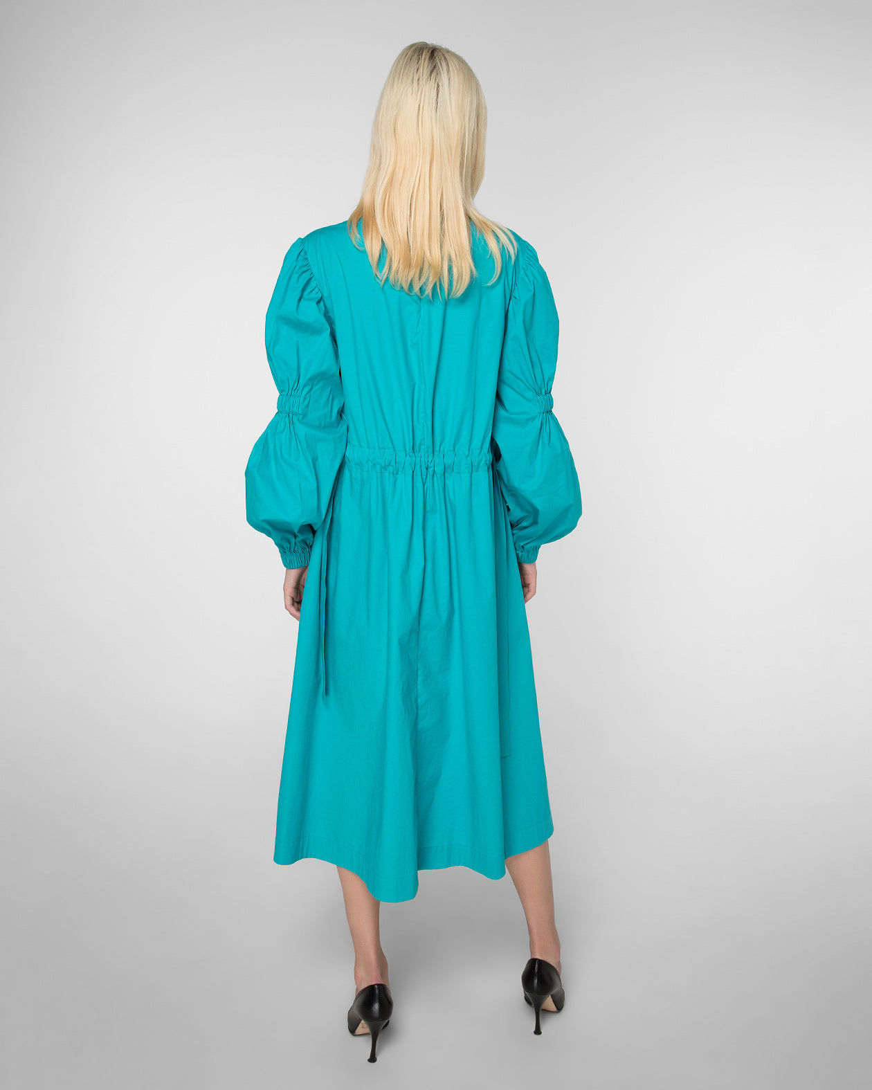 Long sleeve dress with frontal patch pockets