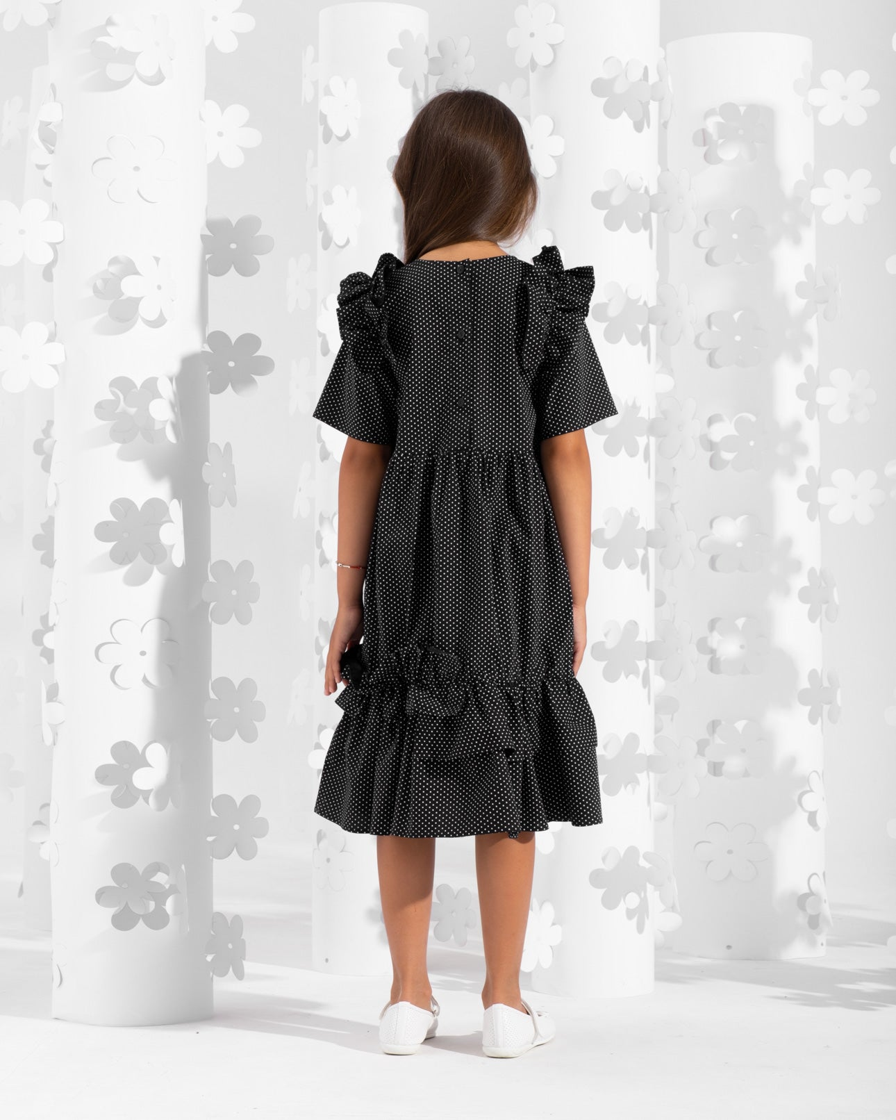 Short sleeve dress decorated with frills