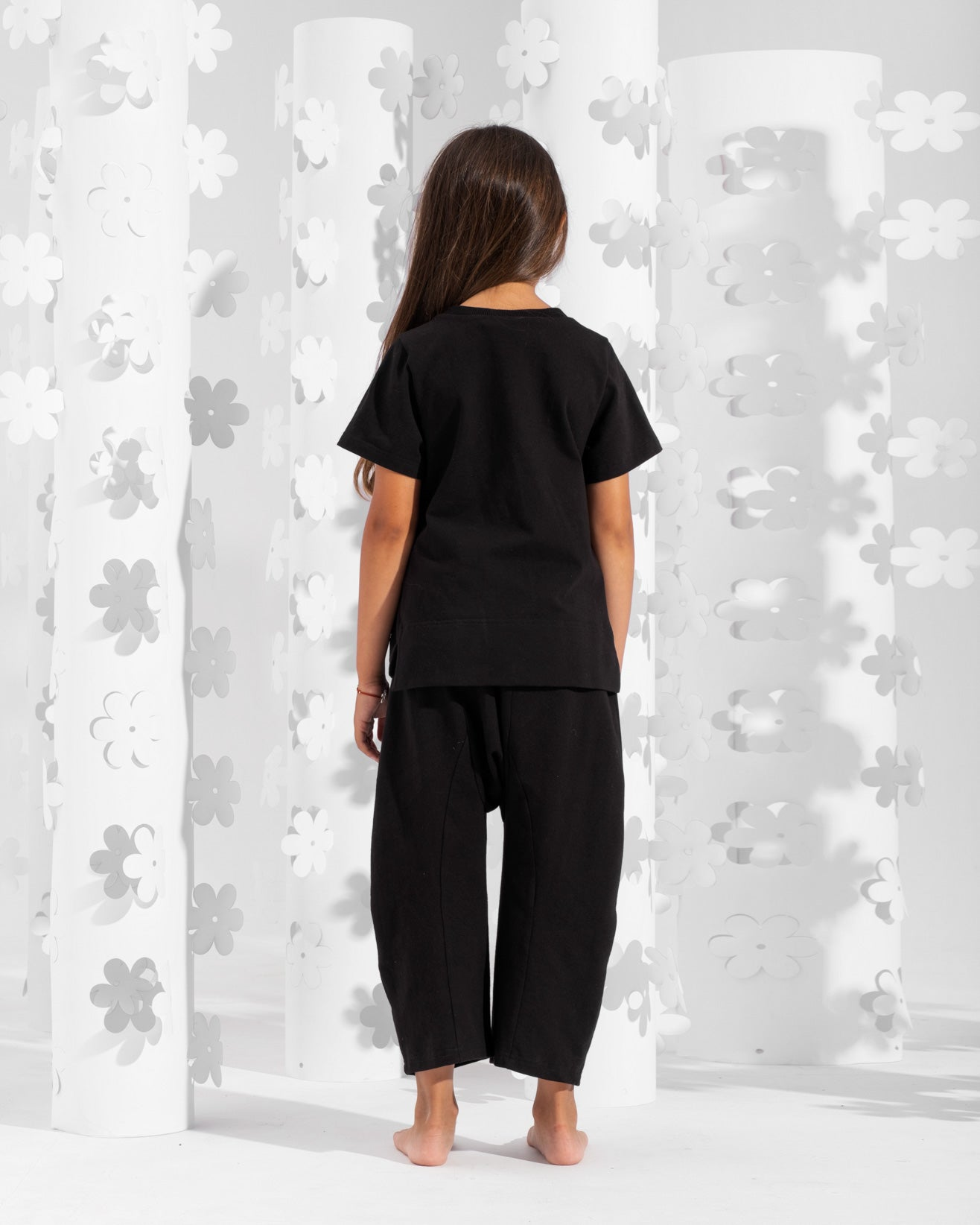 Relaxed fit trousers with patch pockets on the back