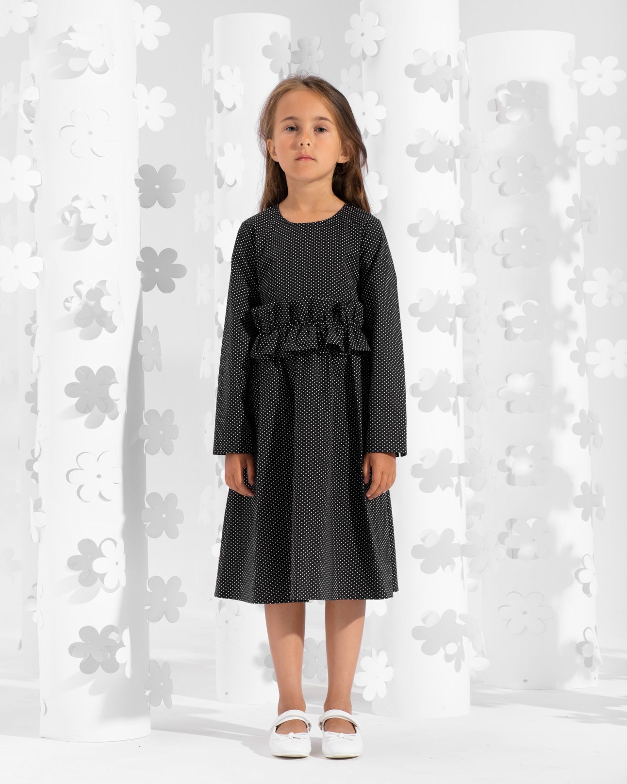 Long sleeve dress decorated with frill on the waistline
