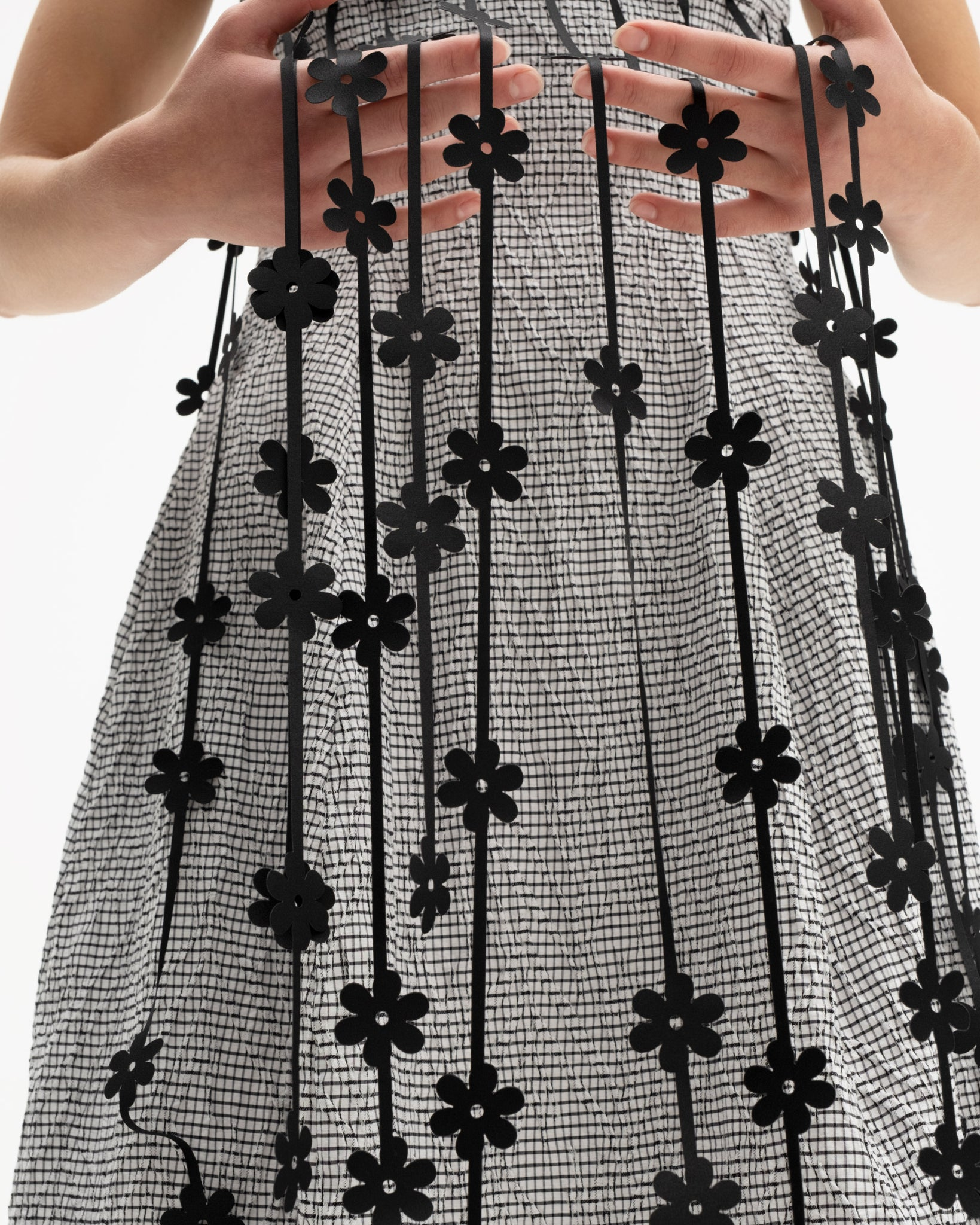 Sleeveless dress decorated with laser-cut floral straps