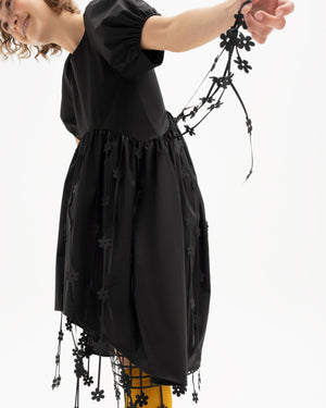 Short-sleeve dress decorated with laser-cut floral straps