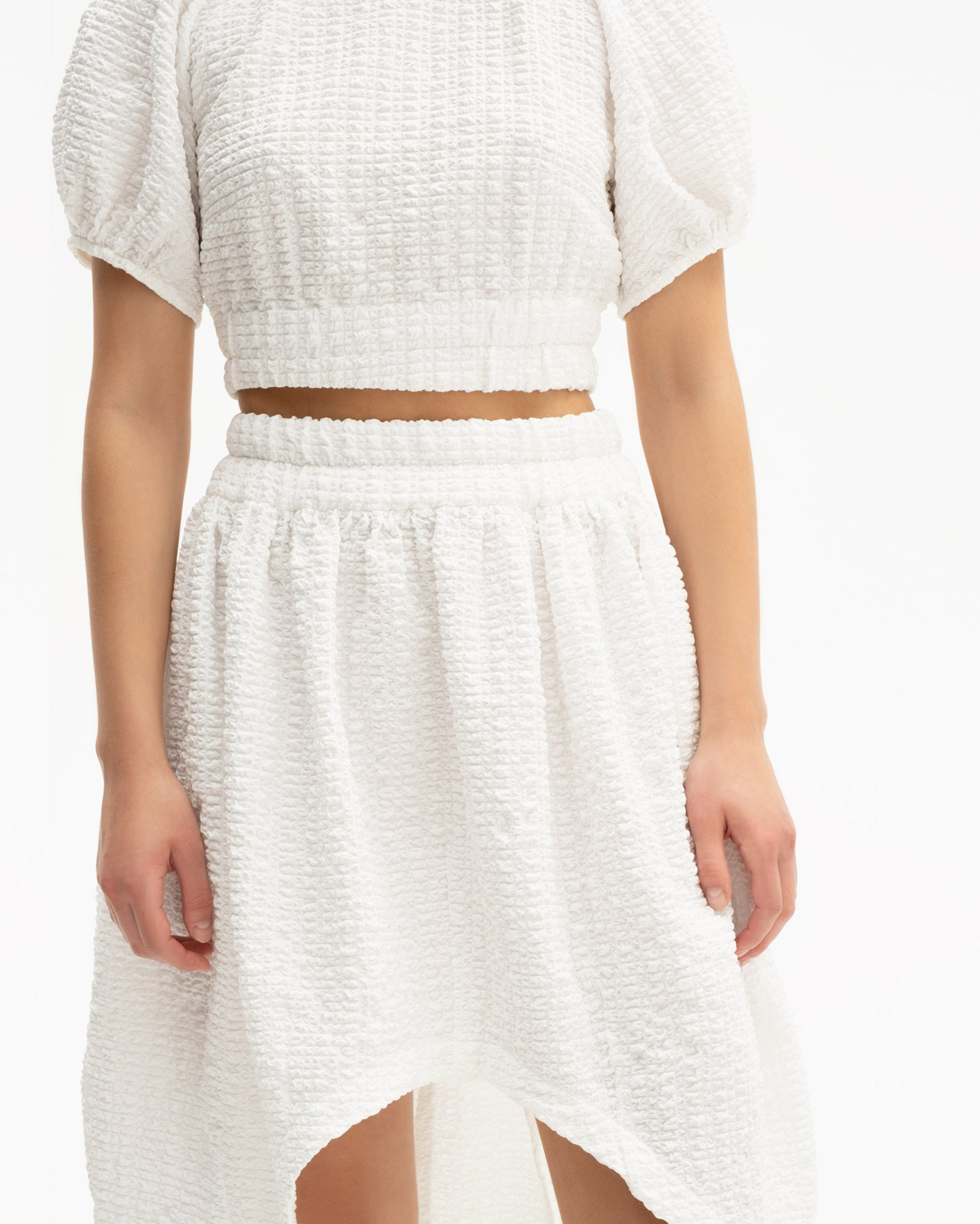 Elastic waistband skirt with asymmetrical hem