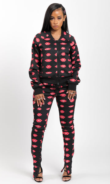 KISS ME JOGGING SET (RED)