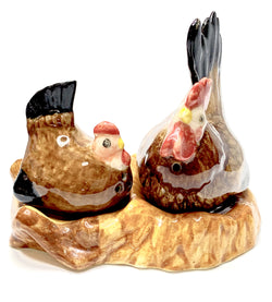 2x Brown Hens Laying Ceramic Salt And Pepper Shaker
