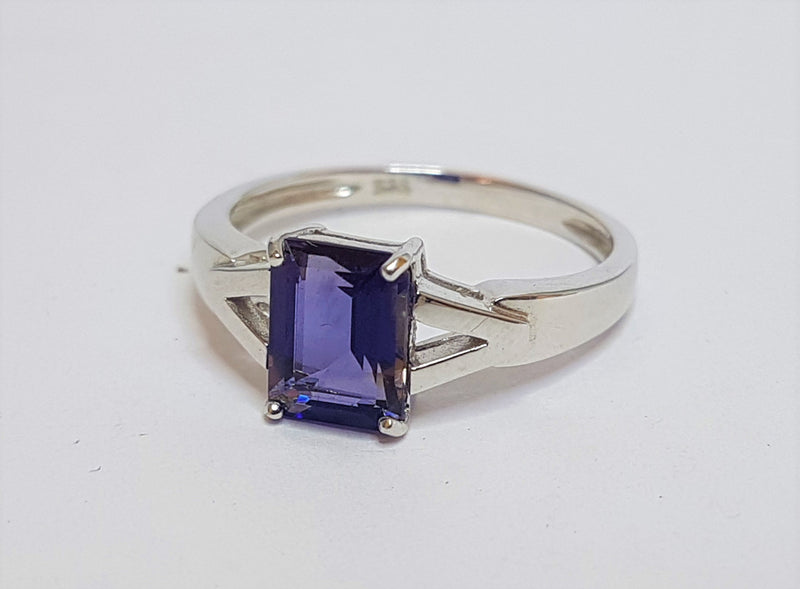 9ct White Gold Iolite Ring