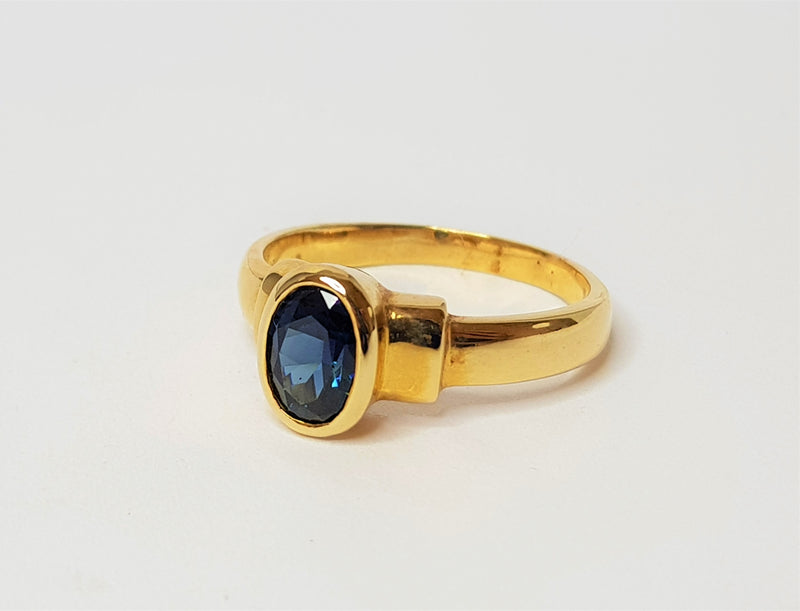 9ct Yellow Gold Oval Sapphire Stepped Ring