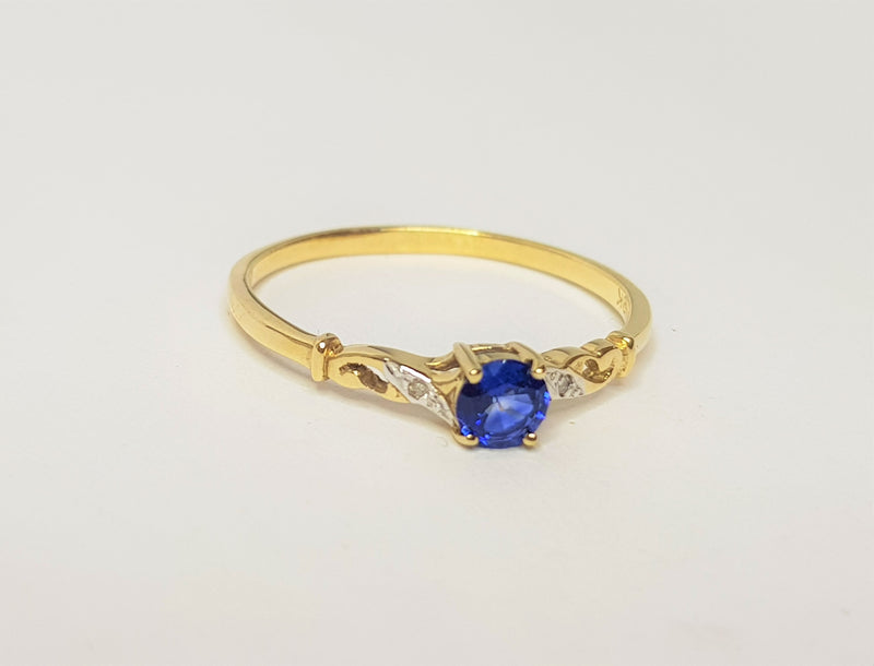 4 mm Round Sapphire 2 Diamond Filigree 9ct YG Ring