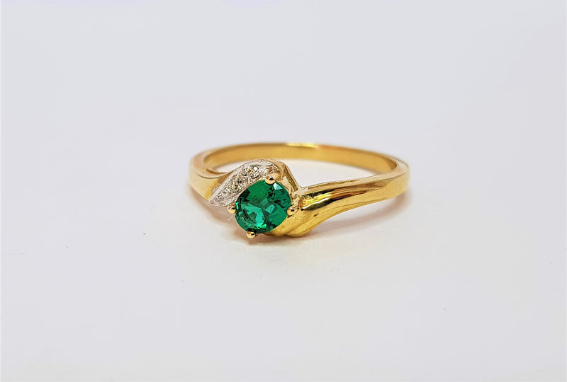 9ct Yellow Gold Cr Emerald and Diamond Twist Ring