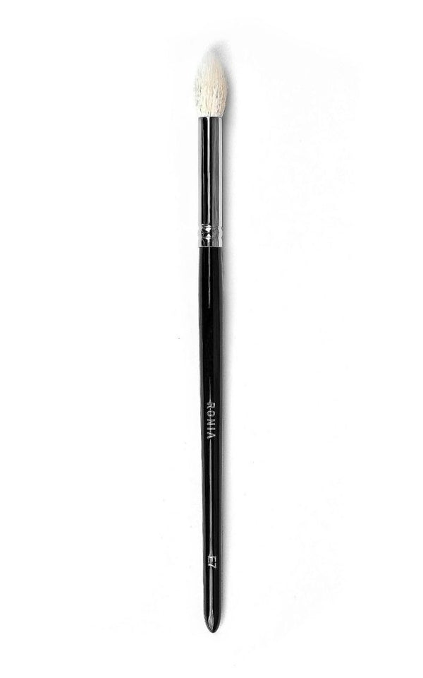 E7: Large Tapered Crease Blending Brush