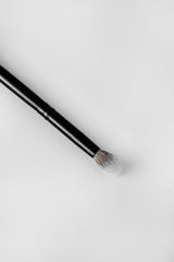 R-V4: TAPERED, FLUFFY EYE BRUSH