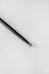 R-V9: FLUFFY EYE BRUSH