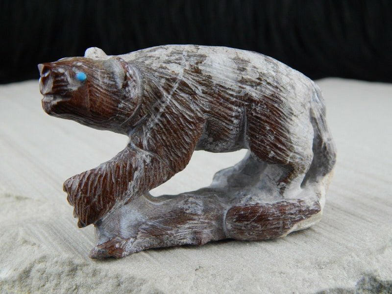 Bear Zuni Fetish Carving - Derrick Kaamasee - High Lonesome Trading