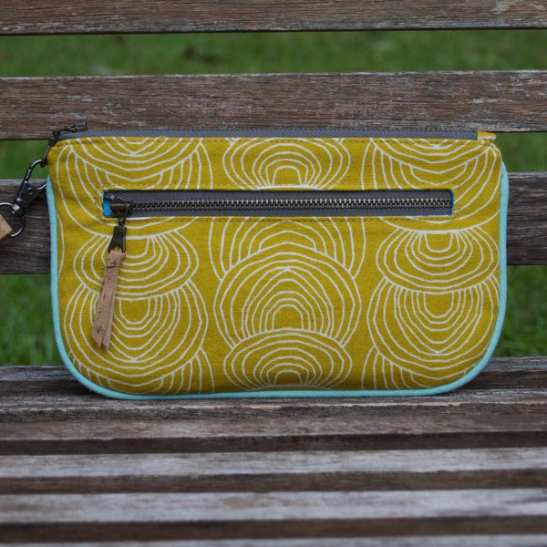 Essential Clutch Gold Ripple