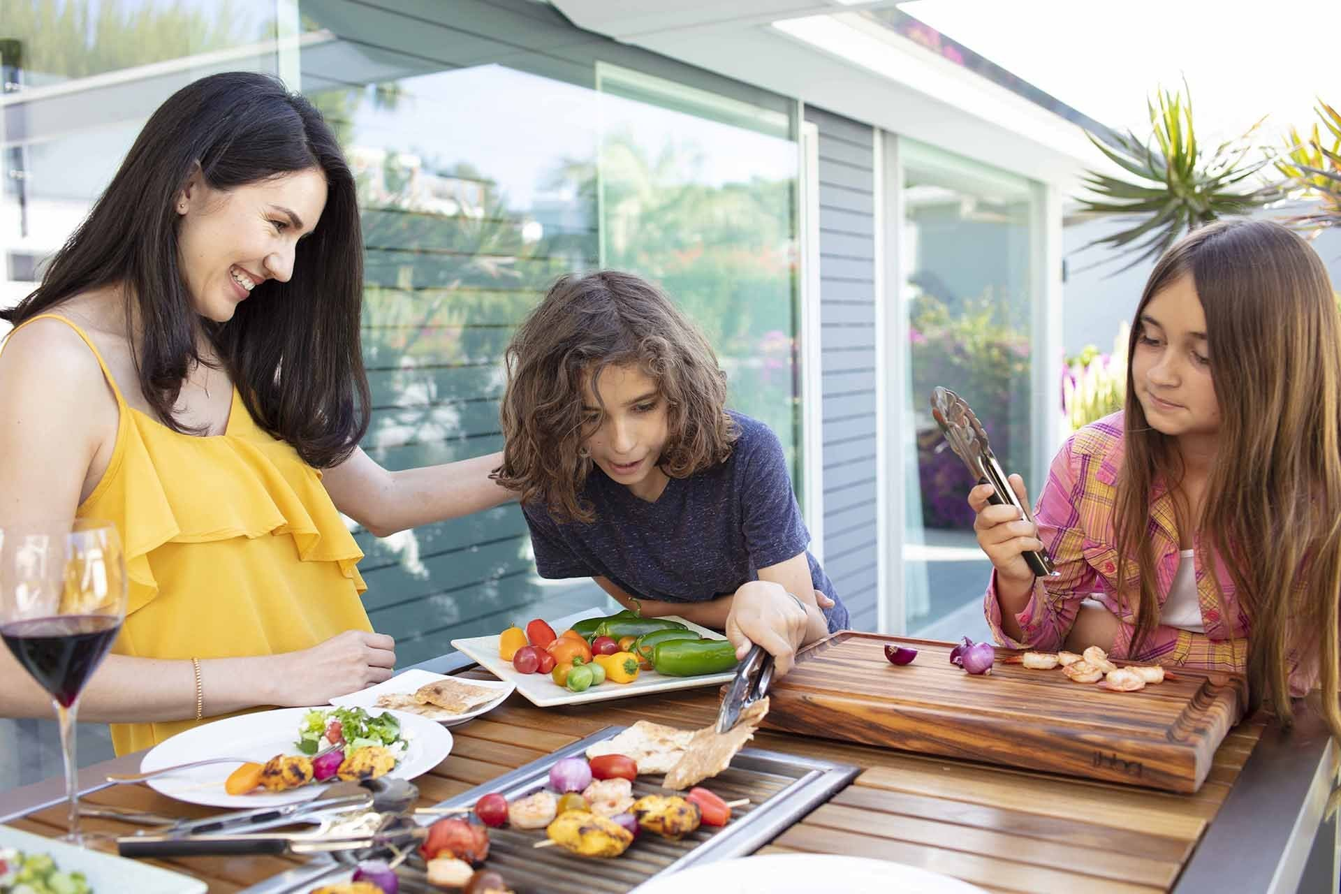 Dinnertime Fun - 5 Ways to Engage Your Kids at the Table