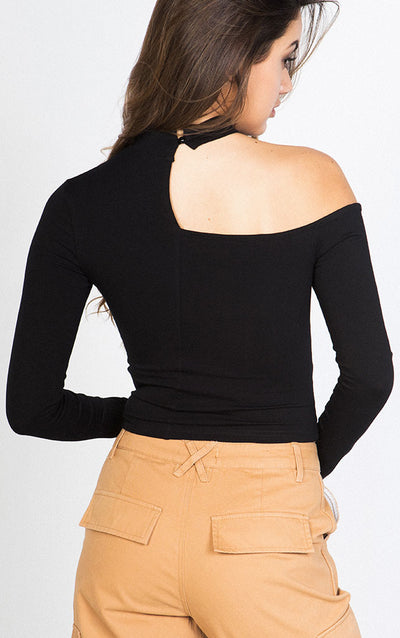 LONG SLEEVE CUTOUT RIBBED TOP WITH METAL RING