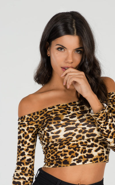 OFF-THE-SHOULDERS LEOPARD CROP TOP