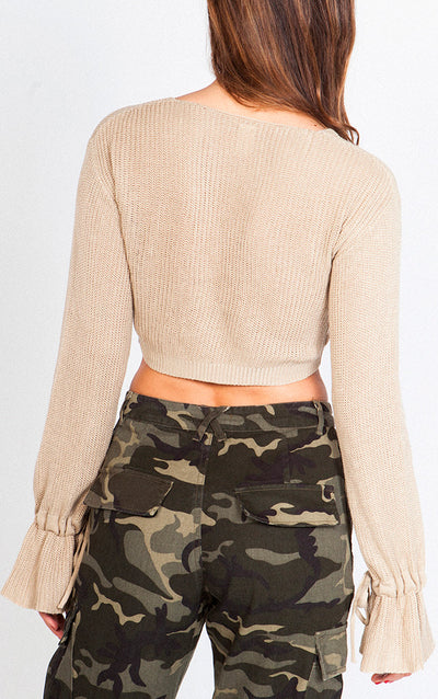 KNITTED NECK CROPPED SWEATSHIRT