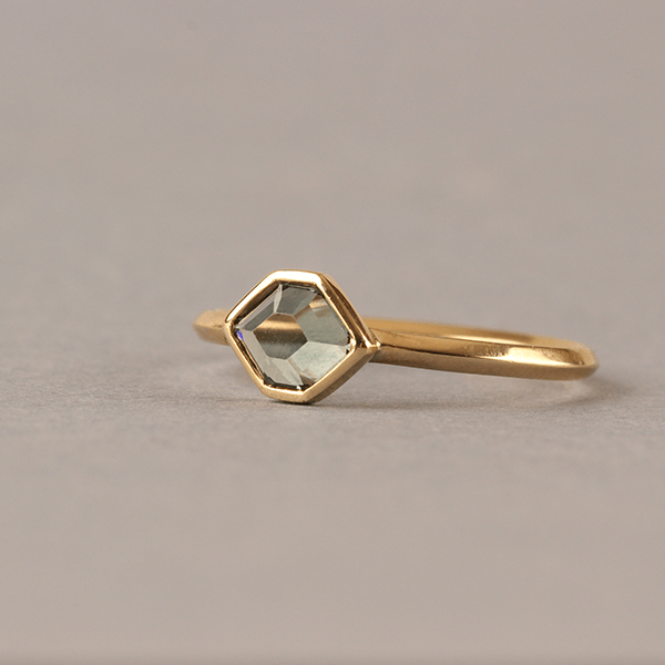 Meteor Green Sapphire Ring 18ct Yellow Gold