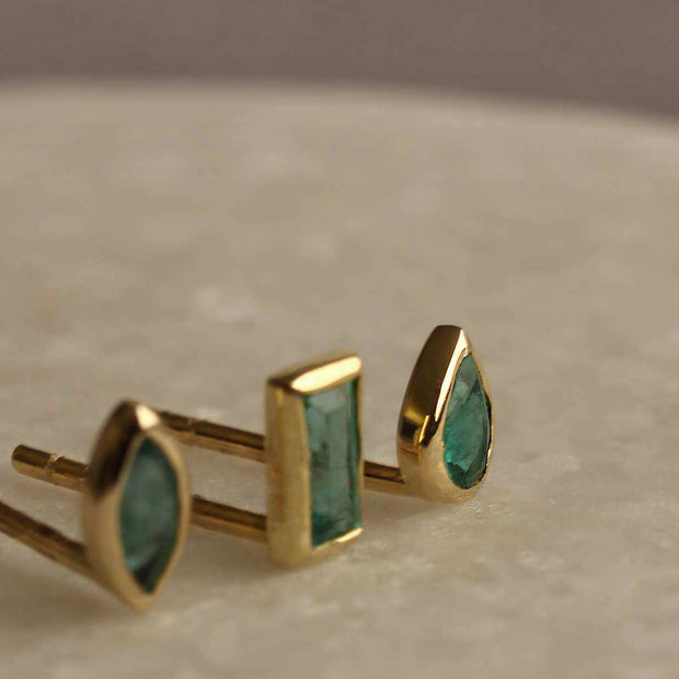 EC One Metier Emerald Baguette Gold Stud Earrings Pair