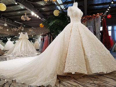 Luxury new unique design Wedding Gown with long train