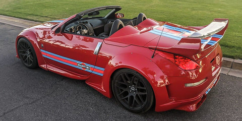 Red Nissan 350z with MARTINI Racing Stripes 2