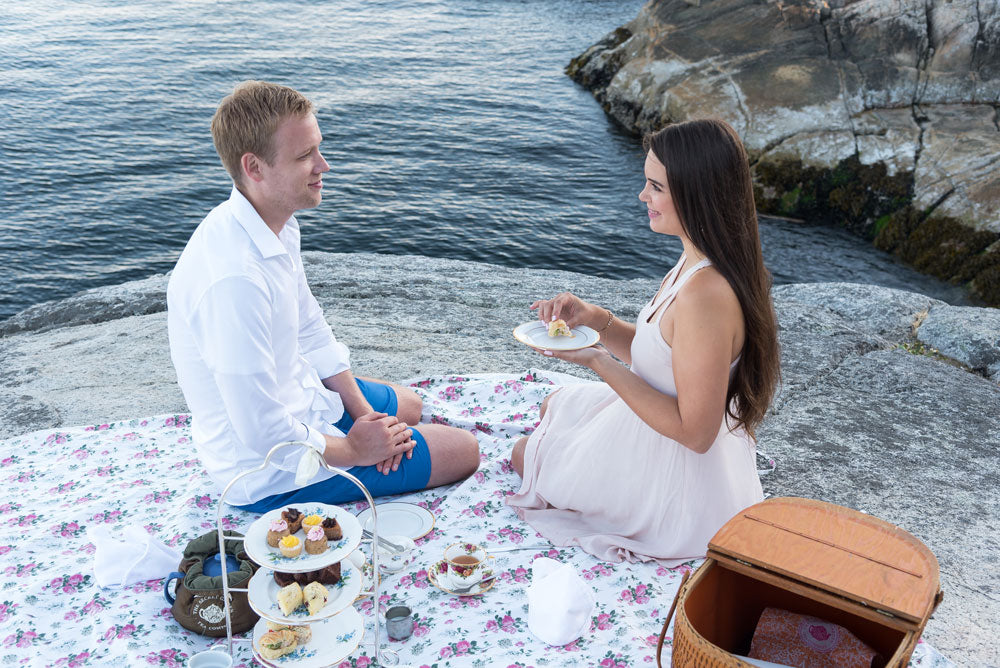 Artist Karlie Rosin and her fiance having high tea to go at lighthouse park