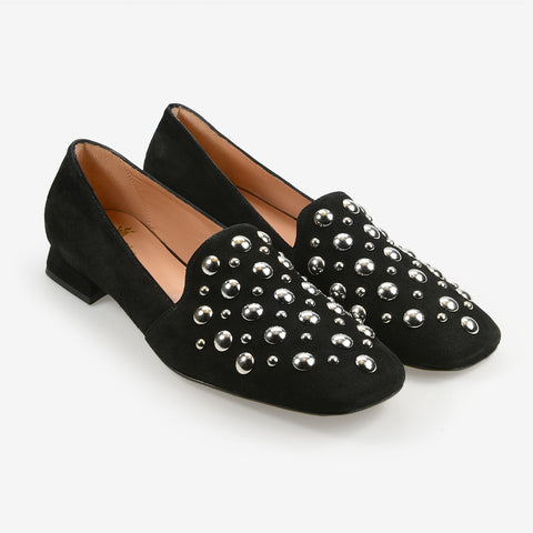 Close toe beautiful loafers
