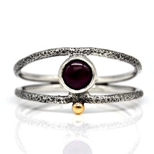 Size 8.25 Garnet Gold Droplet Ring