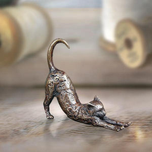 Butler & Peach Miniatures - Cat Stretching