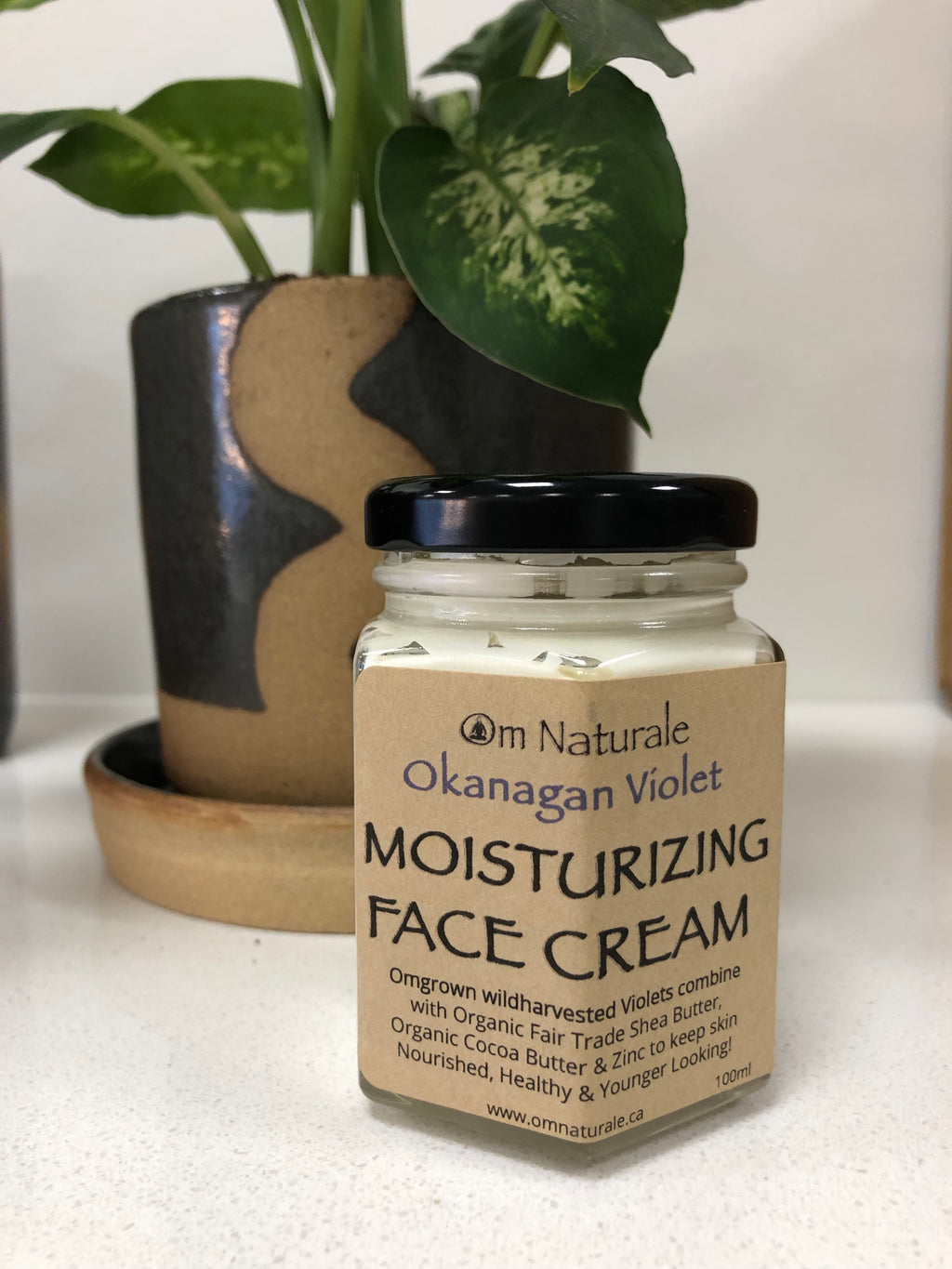 Om Naturale Moisturizing Face Cream