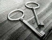 Load image into Gallery viewer, Bulk Skeleton Keys Silver Key Pendants Large Keys Silver Keys Wholesale Keys Skeleton Key Pendants Barrel Keys Steampunk Keys 100 pieces