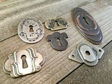 Load image into Gallery viewer, Keyholes Connectors Key Holes Skeleton Keyhole Steampunk Keyhole Pendants Lock Charms Escutcheon Assorted Pendants Silver Bronze Copper 6