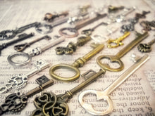 Load image into Gallery viewer, Bulk Skeleton Keys Steampunk Key Charms Assorted Charms Assorted Keys Bronze Silver Gold Copper Black Keys Wholesale Keys 100 pieces