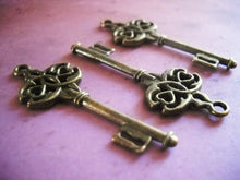 Load image into Gallery viewer, Bulk Skeleton Keys Bronze Keys Wholesale Keys Key Pendants Key Charms Wedding Keys Steampunk Keys Steampunk Charms Bronze Key 100 pieces